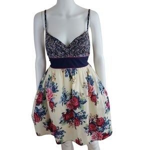 Dresses & Skirts - Retro Contrast Floral Print Skater Dress S